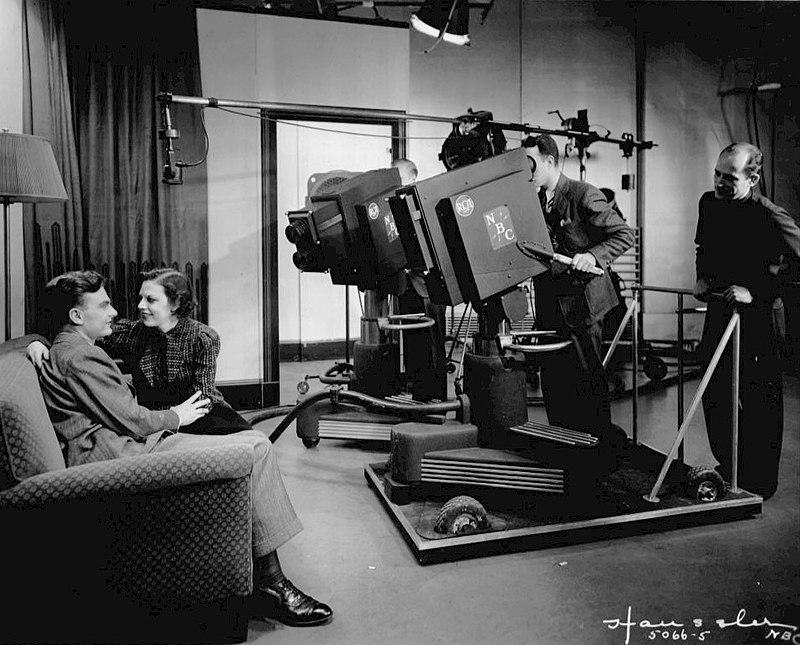 Grace Brandt Eddie Albert Grace and Eddie The Honeymooners Show 1937.JPG