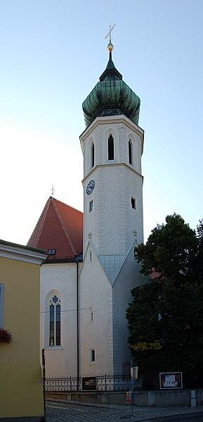 File:Grinzinger Pfarrkirche Außen II.jpg