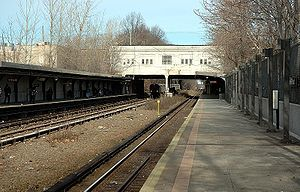 Gun Hill Road (IRT Dyre Avenue Line) - 2006 photograph from the Dyre Avenue platform with a train beneath the station approaching the East 180th Street-bound platform.