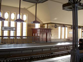 U3 (Hamburg U-Bahn) - Image: Hamburg U Bahnhof Mundsburg Bahnsteig