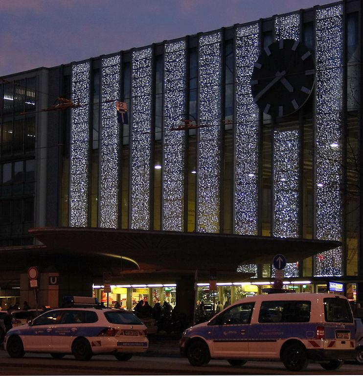 Weihnachtsbeleuchtung München.File Hauptbahnhof Muenchen Haupteingang Mit Weihnachtsbeleuchtung