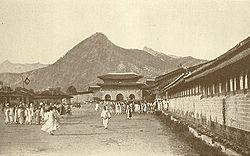 Улица перед дворцом Кёнбок в XIX веке