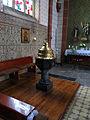 Hilbringen St. Petrus in Ketten Innen Taufstein.JPG