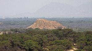 Batán Grande - Image: Huaca El Loro (El oro) Vista desde el Cerro Las Salinas