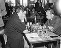 IBM schaaktoernooi, links J. H. Donner rechts L. Szabo, Bestanddeelnr 917-9954.jpg