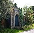 Impressive garden gate, Bramfield - geograph.org.uk - 1108214.jpg