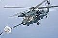 JASDF UH-60J (591) tankt bij in de lucht boven de Japanse Zee, -5 juni 2014 a.jpg
