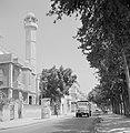 Jaffa. Straatbeeld met een Scania Vabis vrachtwagen en met links een minaret. Op, Bestanddeelnr 255-2972.jpg