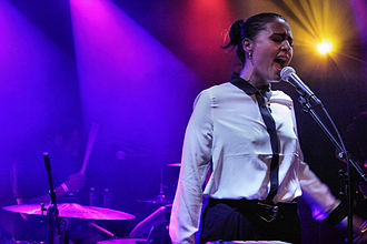 Jessie Ware - Ware performing in January 2012