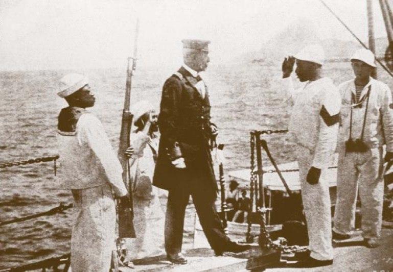 João Cândido entrega o comando do Minas Geraes ao capitão Pereira Leite