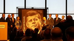 De toewijding van een nieuw eeuwig stempel te eren wat president John F. Kennedy's 100ste verjaardag zou zijn.