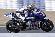 Lorenzo in sella alla Yamaha YZR-M1 durante un test a Jerez nel 2008.