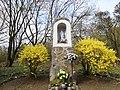 Kapliczka przy pałacu w Poznaniu-Radojewie, 17-04-2021.jpg