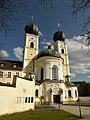 Katholische Kloster- und Pfarrkirche.jpg