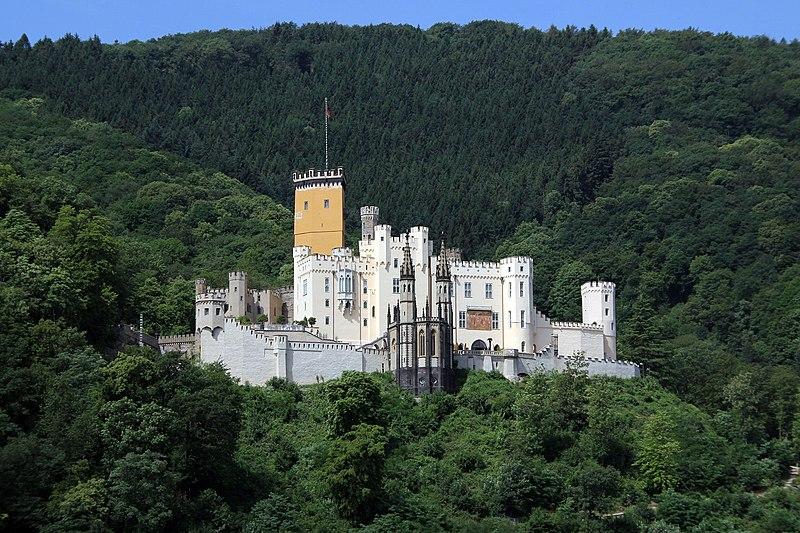 File:Koblenz im Buga-Jahr 2011 - Schloss Stolzenfels 01.jpg