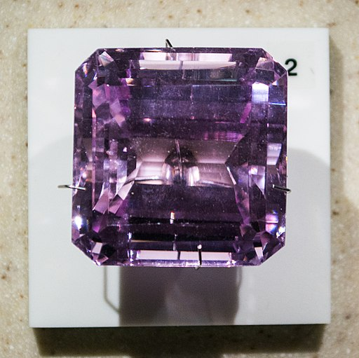 Kunzite - Cleveland Museum of Natural History (34316582742)