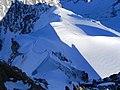 L'arête NE de l'Aiguille du Midi , point de depart des Alpinistes qui descendent sur la vallée Blanche - panoramio.jpg