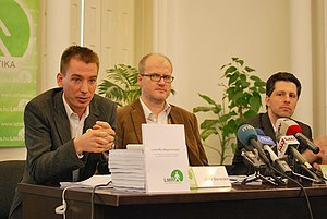 András Schiffer - Schiffer (right) presents the LMP's program before the 2010 elections
