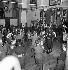 File Land Girls And British Soldiers At A Dance In A Large
