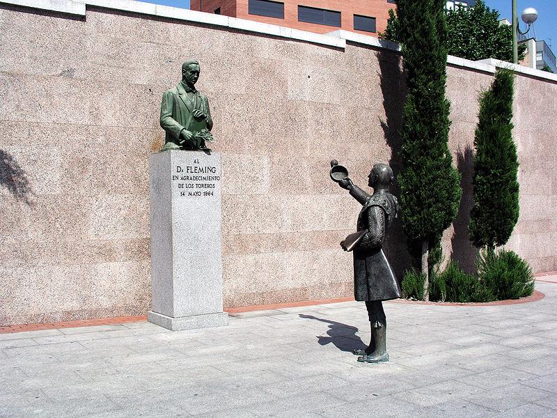 Estatua en homenaje a Alexander Fleming. Plaza de las Ventas