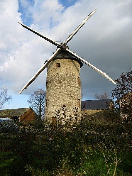 Le moulin des gués a fontaine couverte