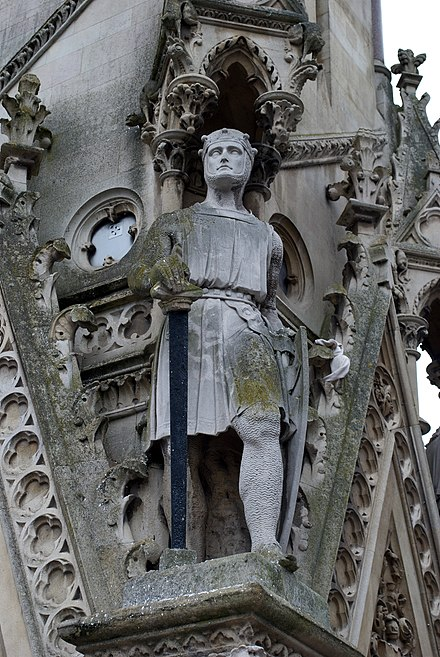 Statue of Montfort on the Haymarket Memorial Clock Tower in Leicester Leicester Clock Tower Simon de Montfort 2.jpg
