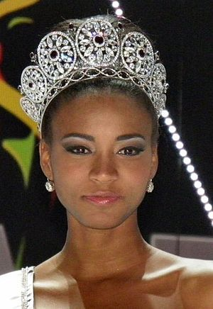 Miss Universe 2011 - Image: Leilalopescrooped