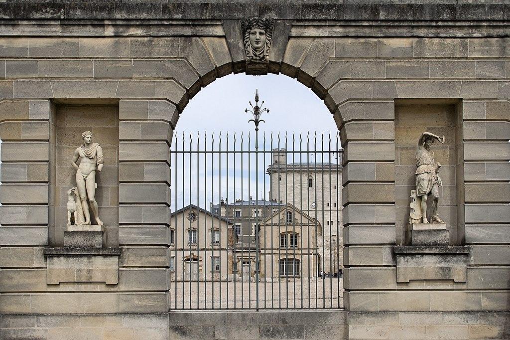 Les statues (6395149705).jpg