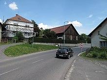 Lestkov (Radostná pod Kozákovem), domy u silnice.JPG
