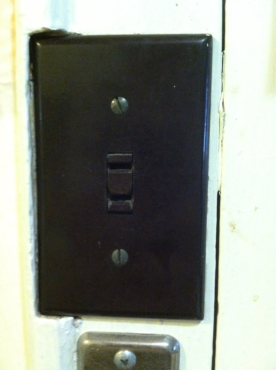 Lightswitch style outlet