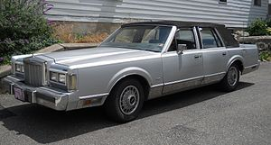 Lincoln Town Car 1st Gen, 2013.JPG