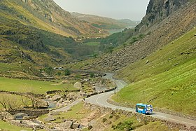 Llanberis Pass shuttle bus, 27 April 2007.jpg