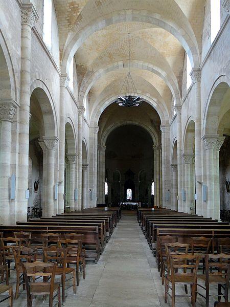 Église Saint-Alban, Lormes, Nièvre, France. La nef