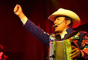 Los Tigres del Norte - Jorge Hernández performing in August 2008