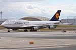 Lufthansa (FC Bayern Munich Livery), D-ABVU, Boeing 747-430 (20326170016).jpg