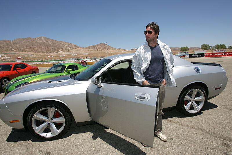 File:Luke Wilson with car2.jpg