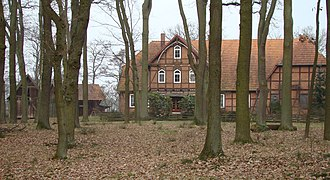 Hermannsburg - The Lutterhof farm, with its treppenspeicher barns and old oaks