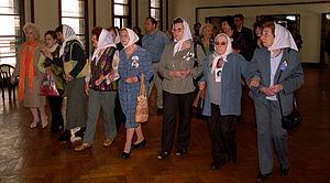 Grandmothers of the Plaza de Mayo - Image: Madres y Abuelas entrando a la ESMA en el acto de traspaso de la ESMA