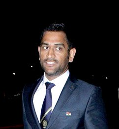 Mahendra Singh Dhoni January 2016 (cropped)