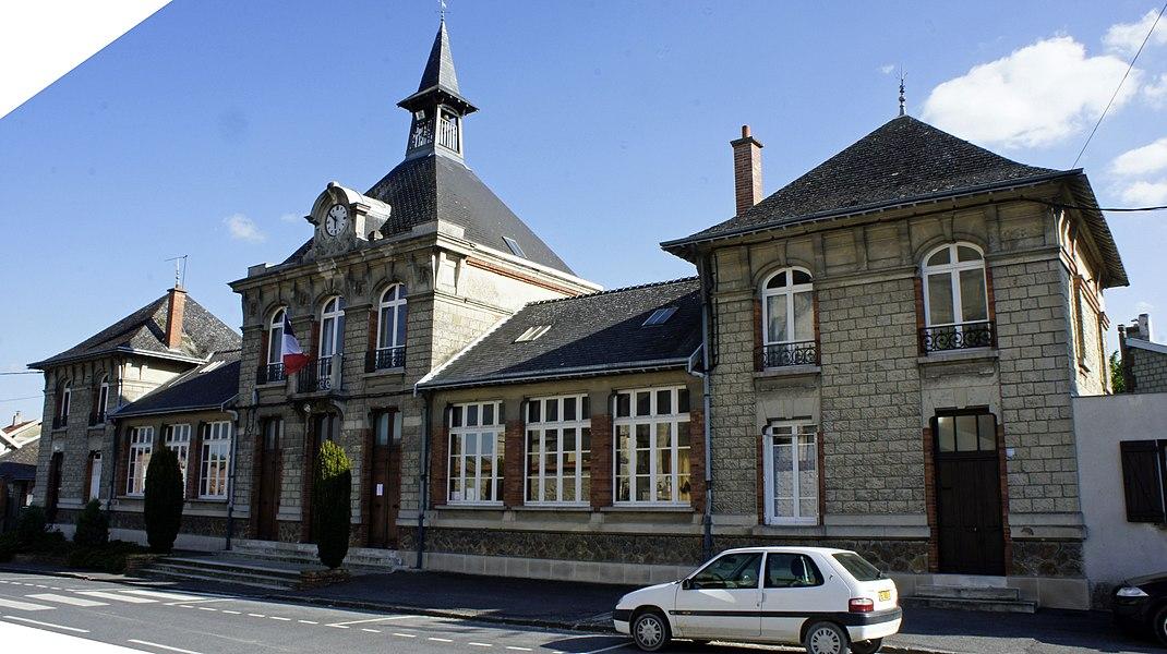 Vue de la mairie de Lavannes.