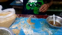 படிமம்:Making of Indian Sweet Pootareku.webm