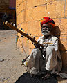 Man playing Ravanahatha in India.jpg