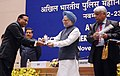 Manmohan Singh gave away the President's Police Medal to Shri Satya Narain Sharma, Assistant Director, Jaipur for distinguished services on the occasion of Independence day-2007, at the DGPsIGPs Conference-2008, in New Delhi.jpg