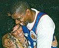 Maradona magic johnson abrazo.jpg