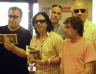 Marillion - Marillion in 2007, left to right: Steve Rothery, Steve Hogarth, Pete Trewavas (front row), Mark Kelly, Ian Mosley (back row)