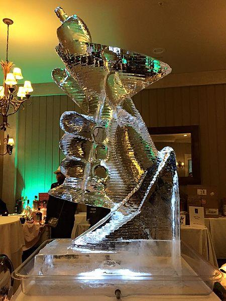 File:Martini madness ice sculpture - Sarah Stierch.jpg