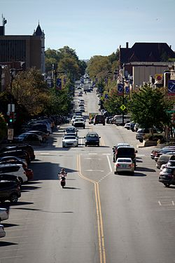 Massachusetts Street in downtown Lawrence, Kansas.jpg