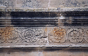 Roman mausoleum of Fabara - Entablature decoration