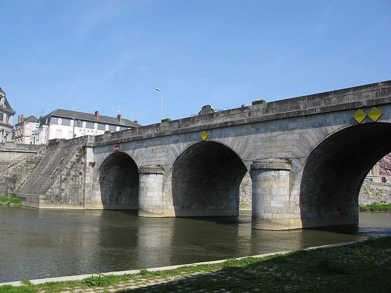 Le pont Mac-Racken à Mayenne