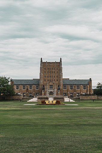 The McFarlin Library serves the University of Tulsa campus. McFarlin-Library-University-Of-Tulsa.jpg